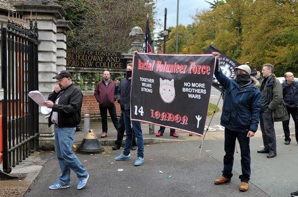 Neonazis realizaron una protesta frente a un campus universitario de Inglaterra