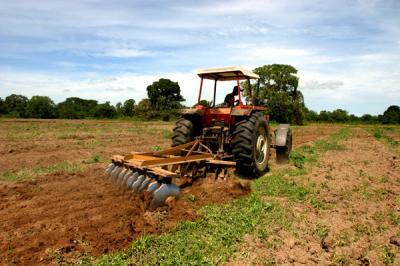 campo-con-tractor