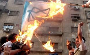egipcios_incendian_bandera