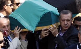 erdogan_carga_ataud_madre