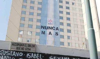 frente_amia_con_bandera
