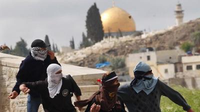 palestinos_piedras