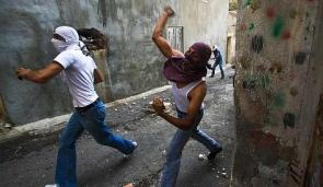 palestinos_rocas