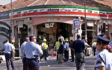THE FRONT OF SBARRO PIZZERIA IN JERUSALEM FOLLOWING SUICIDE BOMBATTACK.