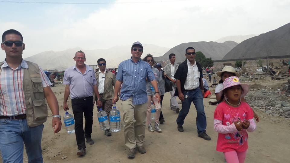 La embajada de Israel llevó comida y agua a los afectados por aludes en Perú