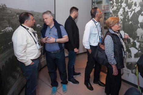 Fernando Lottenberg y Ricardo Berkiensztat conversan durante visita al Centro Yitzhak Rabin. Foto: André Nehmad.