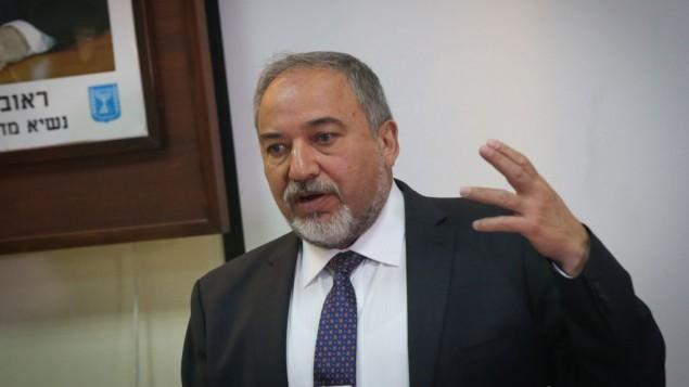 """Liberman: Hamás tiene """"mucho menos"""" que 15 túneles en Israel"""