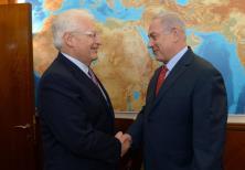 """Netanyahu: """"Apreciamos mucho que visitara el Muro Occidental""""; Friedman: """"No habría ido a otro sitio"""""""