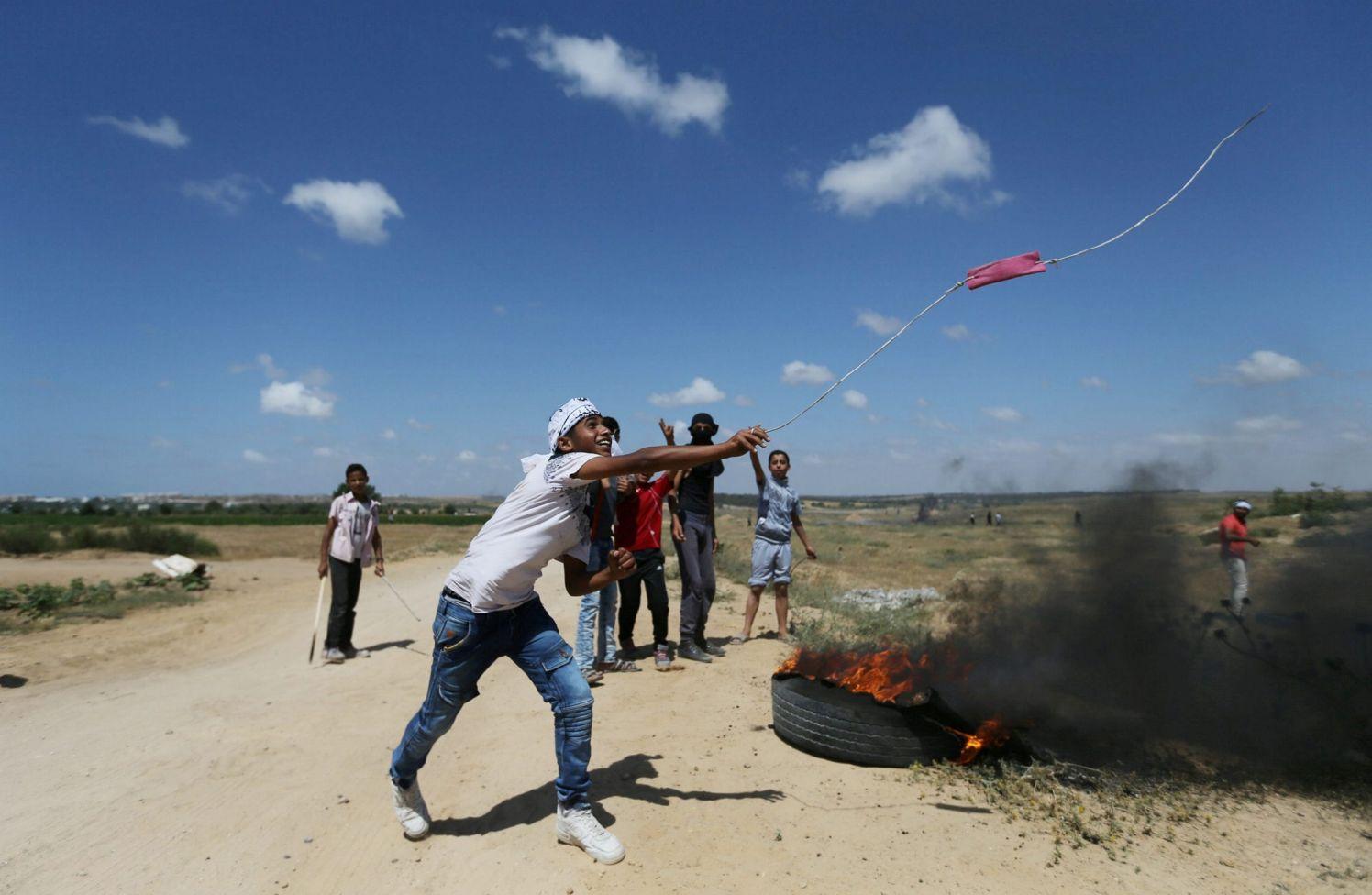 Centenares de manifestantes palestinos se enfrentan con fuerzas de seguridad israelíes