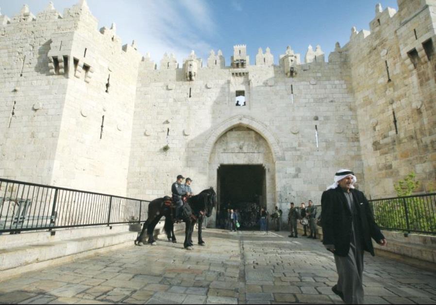 Terrorista palestina intenta apuñalar a gendarmes, recibe disparo y resultó gravemente herida en Jerusalem