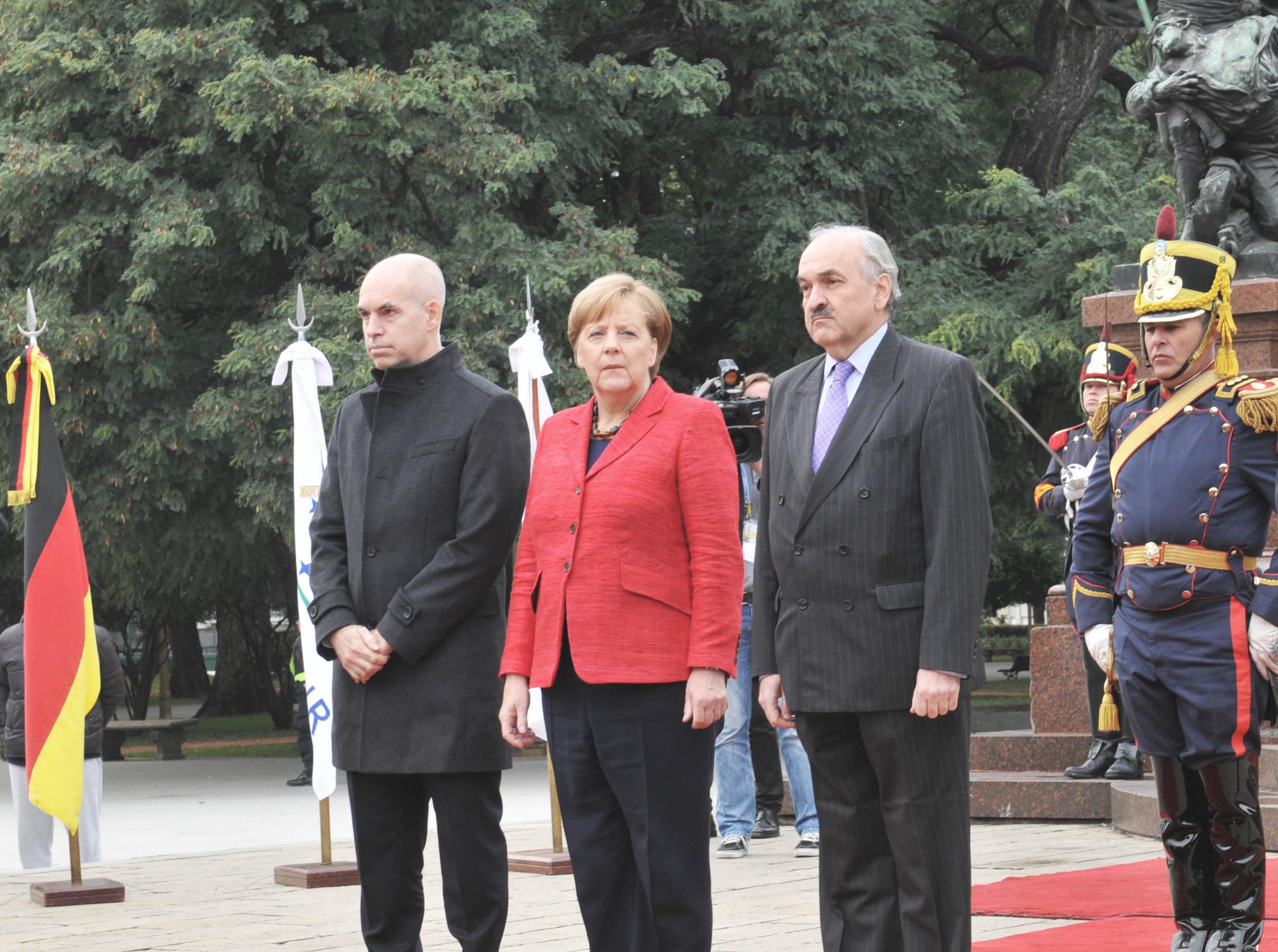08-06-2017 Ofrenda floral Merkel 03