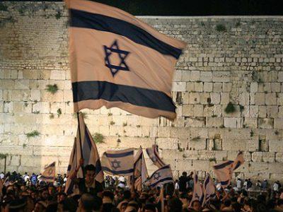 Banderas israelíes en el Muro Occidental