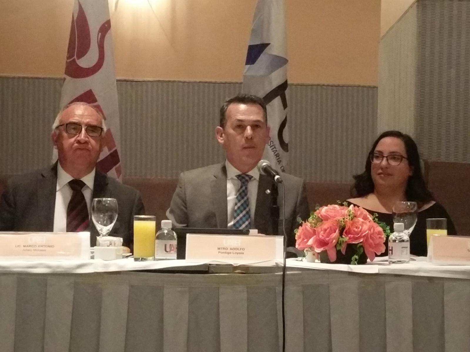 Israel feria de libro Universitario en Hidalgo México (10) (1)