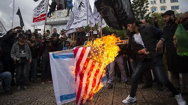 bandera fuego