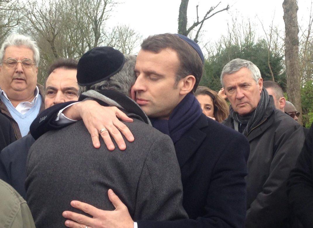 Macron kipá