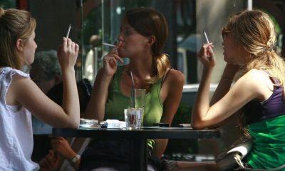 mujeres fumando