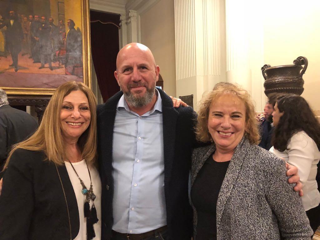 Liliana Soifer, encargada de Cooperación del Departamento Internacional y Mashav de la embajada de Israel en Argentina; Wolff y Lea Kovensky, sobreviviente del atentado a la Embajada de Israel