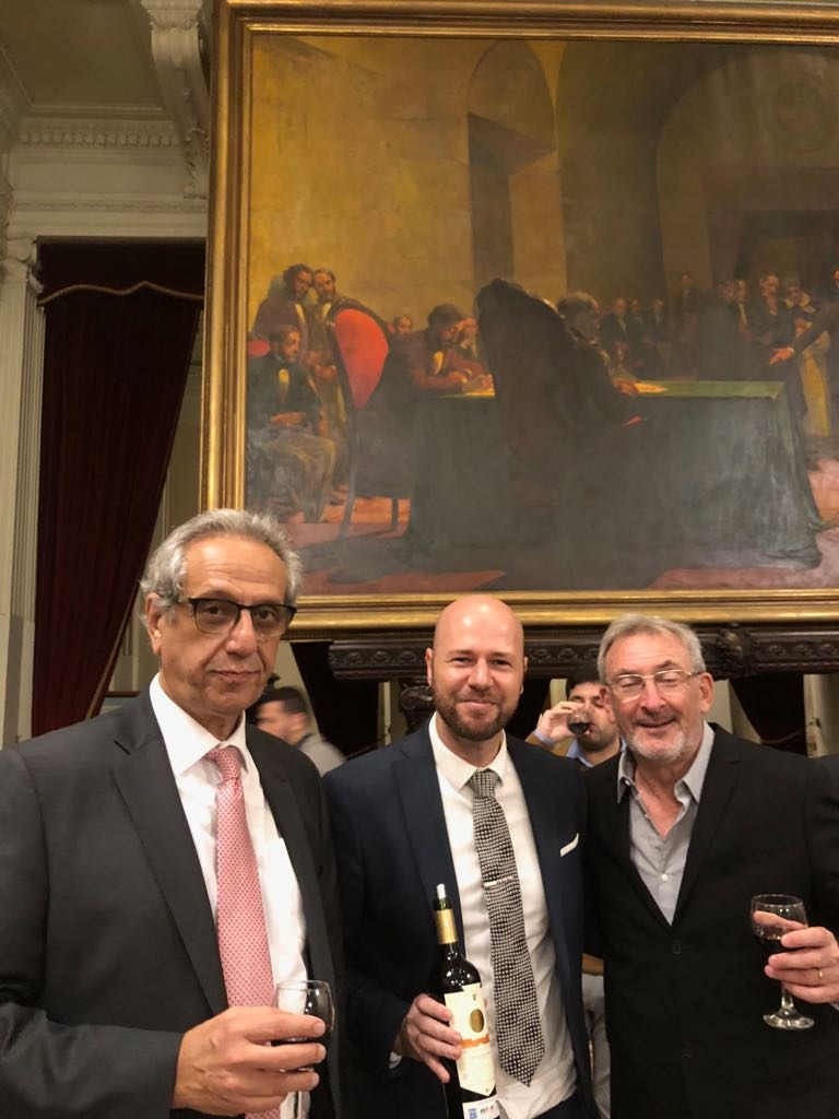 Diputado Facundo Suárez Lastra, Zilberman y el vicepresidente del Museo del Holocausto de Buenos Aires, Guillermo Yanco.