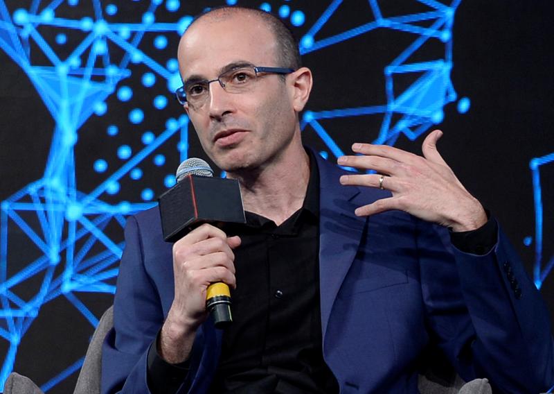 Yuval-Noah-Harari-Portrait