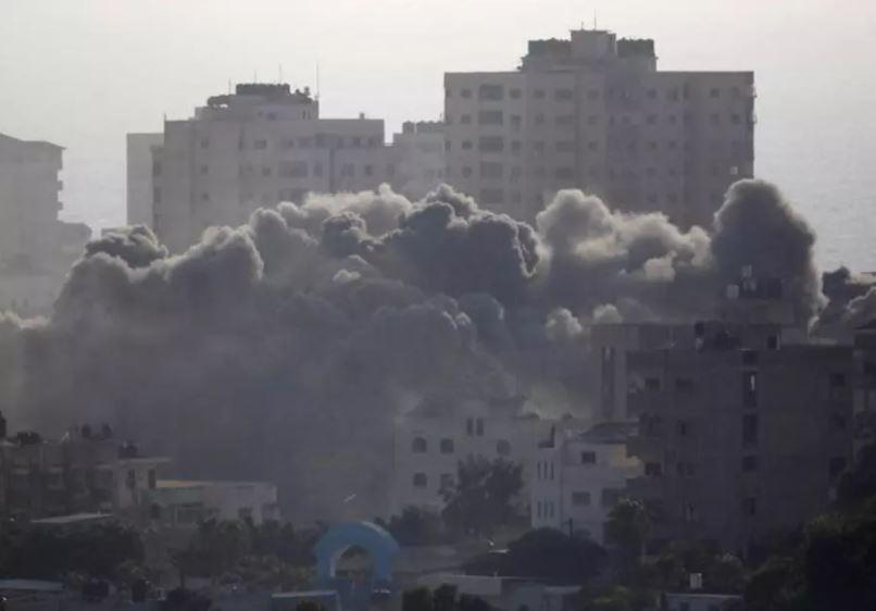 gaza humo edificios