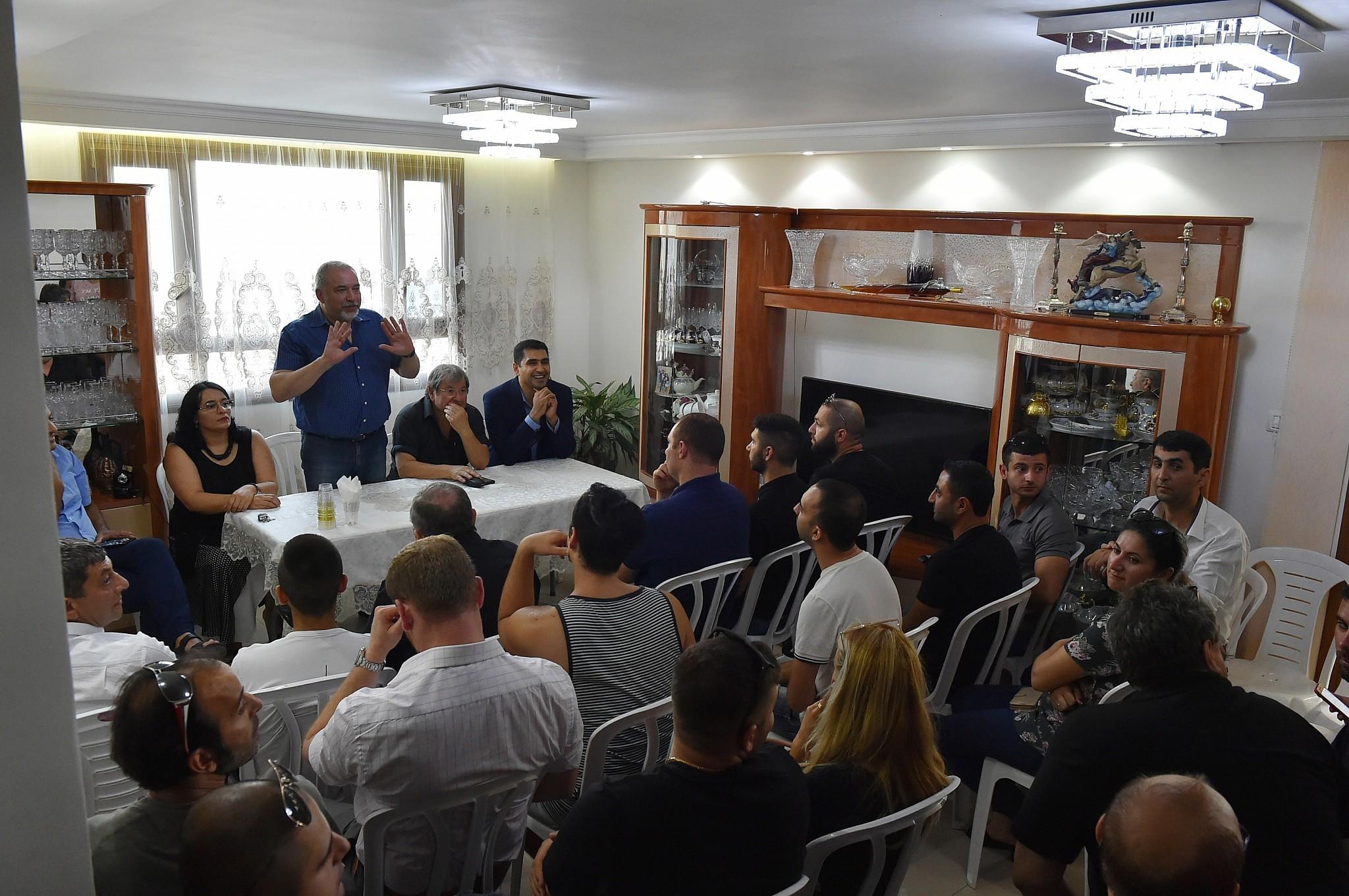 """Liberman: """"Hamás nos está llevando por la fuerza a una operación militar grande"""""""