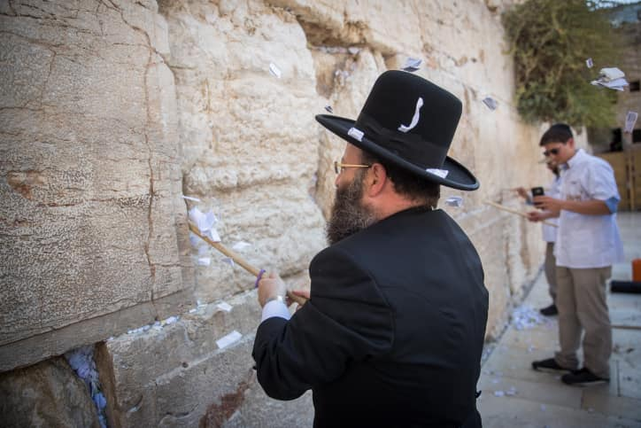 Muro de los Lamentos: limpiaron los papelitos previo a las festividades judías