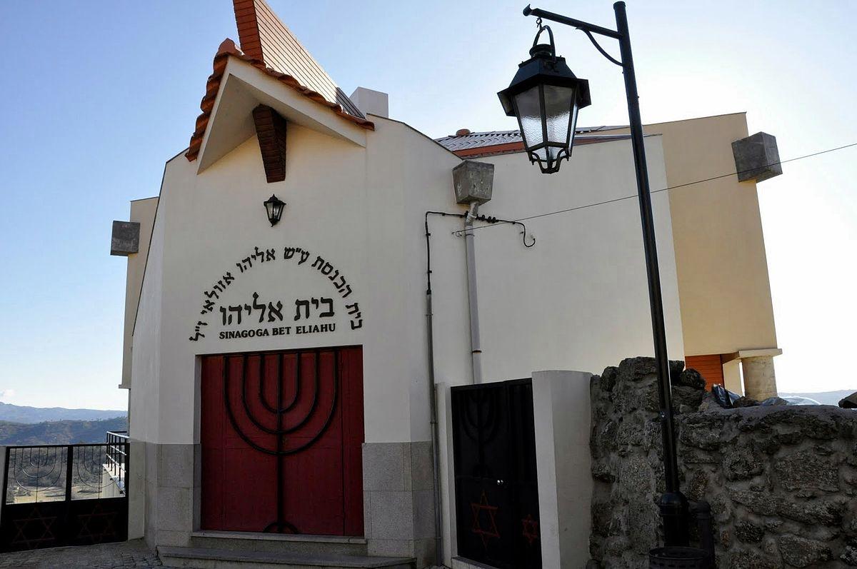 1200px-Sinagoga_Belmonte01