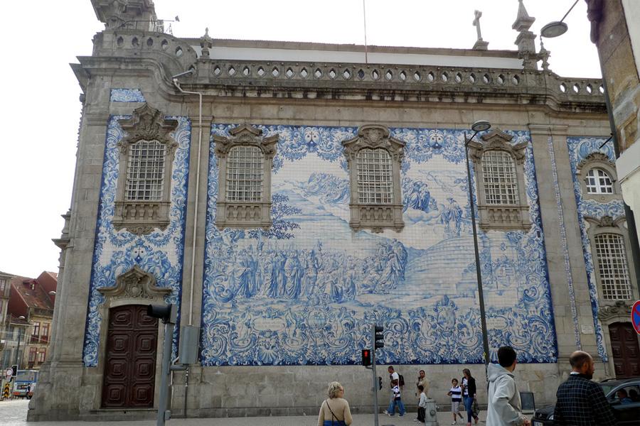 fachada-azulejos-iglesia-do-carmo