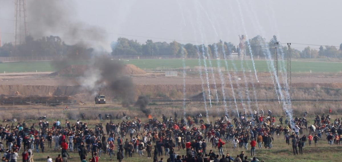 Israeli_soldiers_fire_at_Palestinian_protesters_by_perimeter_fence_northern_Gaza_29_Dec_2017
