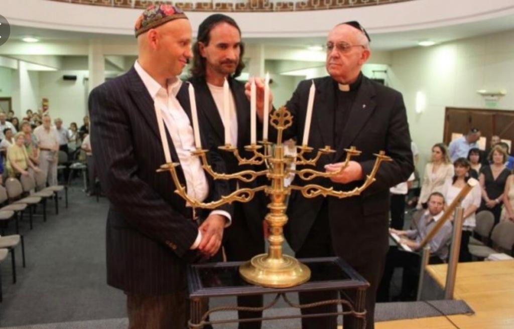 Jorge Bergoglio junto a los rabinos Sergio Bergman y Alejandro Avruj