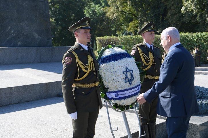 PM Netanyahu lays wreath at the Tomb of the Unknown Soldier in Kiev