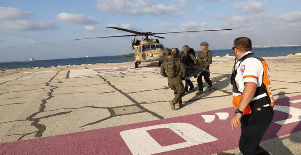 Evacuación de soldados al hospital Rambam
