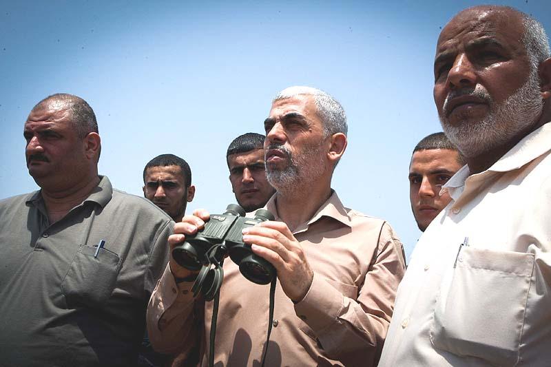Yahya-Sinwar-with-binoculars-July-6-2017.