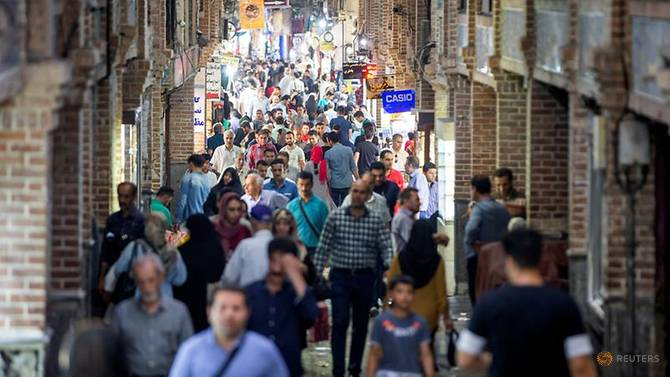 file-photo–people-shop-in-a-street-called-grand-bazaar-in-downtown-tehran-1