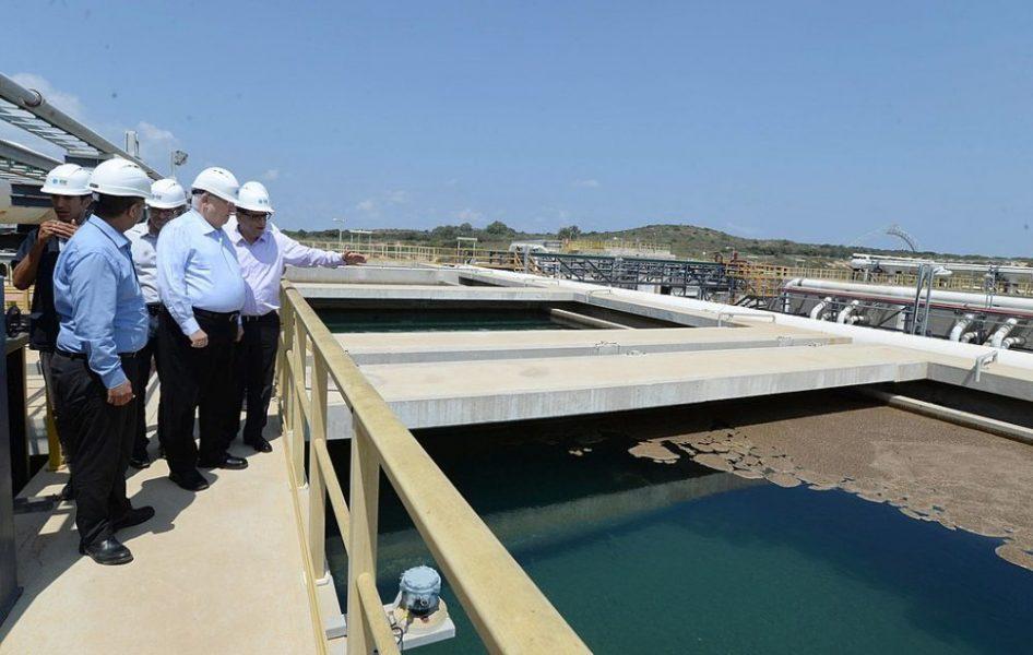 1024px-Reuven_Rivlin_in_a_visit_at_IDE_-_Sorek_Desalination_Plant_(0097)