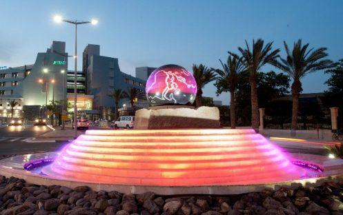 Globe_fountain_Beersheve-688×432
