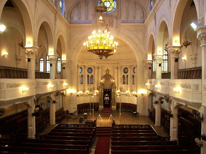 800px-Interior_Gran_Templo_Paso_iluminado,_Buenos_Aires
