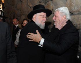 Werthein junto al Rabino Lau