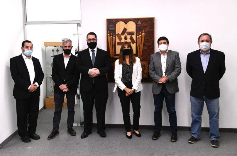 (De izq a der) EliahuHamra, Daniel Pomerantz, Ariel Eichbaum, Fanny Kohon, Daniel Arroyo y Gabriel Gutesman. (1)