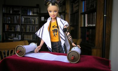 Barbie-Reads-Torah