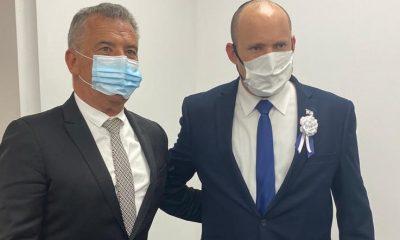 08-07 Embajador Serio Urribarri con Naftalí Bennett, Primer Ministro de Israel