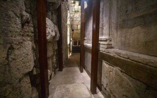 3.-שרידי-המבנה-המפואר-בן-2000-השנה.-צילום-יניב-במרן-רשות-העתיקות-1024×640
