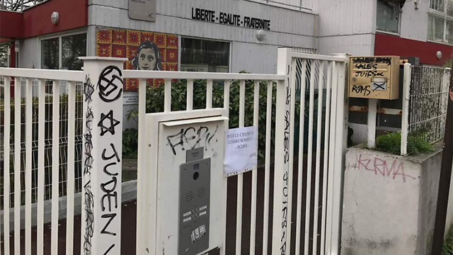 Graffitis antisemitas y racistas