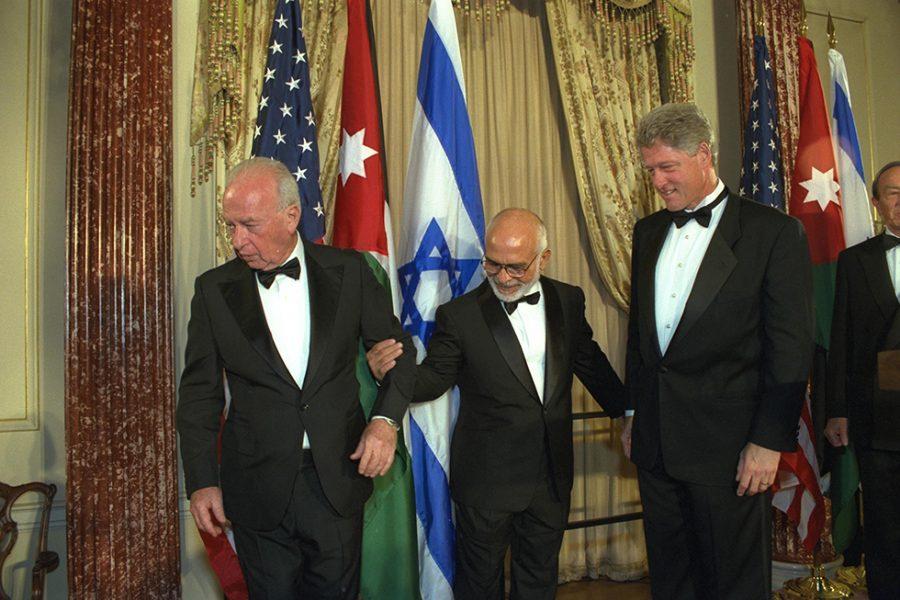 Itzhak Rabin con el Rey Hussein de Jordania y Bill Clinton 1994