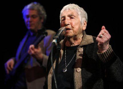 Una cantante judía sobreviviente de Auschwitz lleva a Cuba su mensaje antifascista