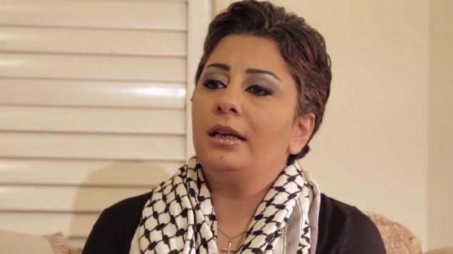 """Sobrina de terrorista palestino y hombre de confianza de Arafat se tatuó """"Israel"""", en hebreo, en su nuca"""