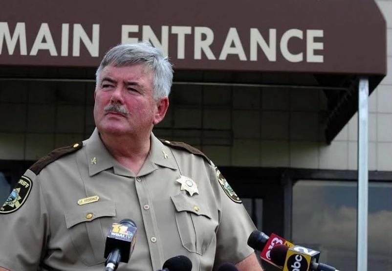 Un sheriff estadounidense fue acusado de antisemitismo y racismo