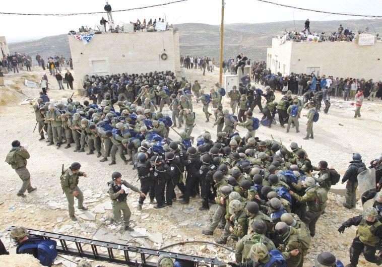 Los colonos israelíes en Amona prometen resistencia contra la demolición de viviendas