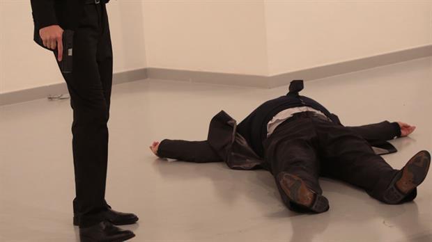 Asesinan al embajador ruso en Turquía