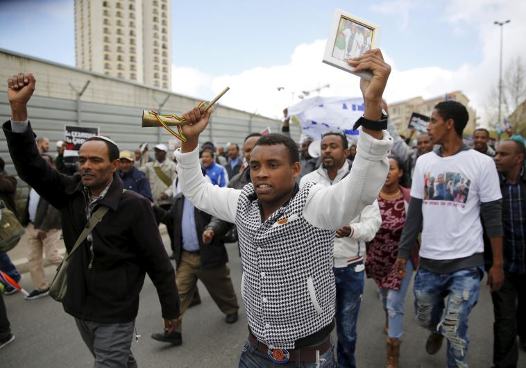 Judíos de origen etíope marchan en Jerusalem en contra de la reducción de aliá